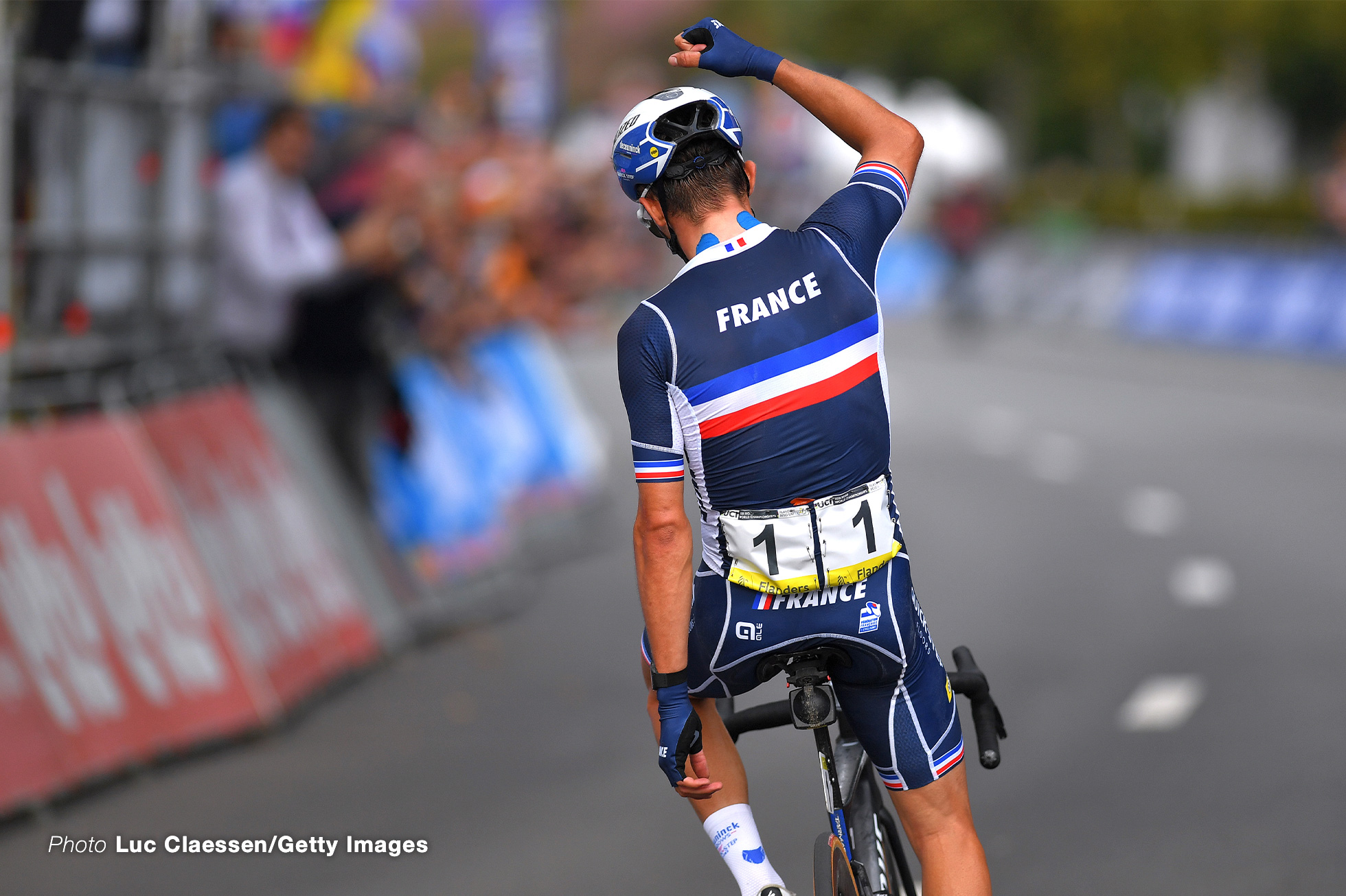 LEUVEN, BELGIUM - SEPTEMBER 26: Julian Alaphilippe of France celebrates at finish line as race winner during the 94th UCI Road World Championships 2021 - Men Elite Road Race a 268,3km race from Antwerp to Leuven / #flanders2021 / on September 26, 2021 in Leuven, Belgium. (Photo by Luc Claessen/Getty Images)