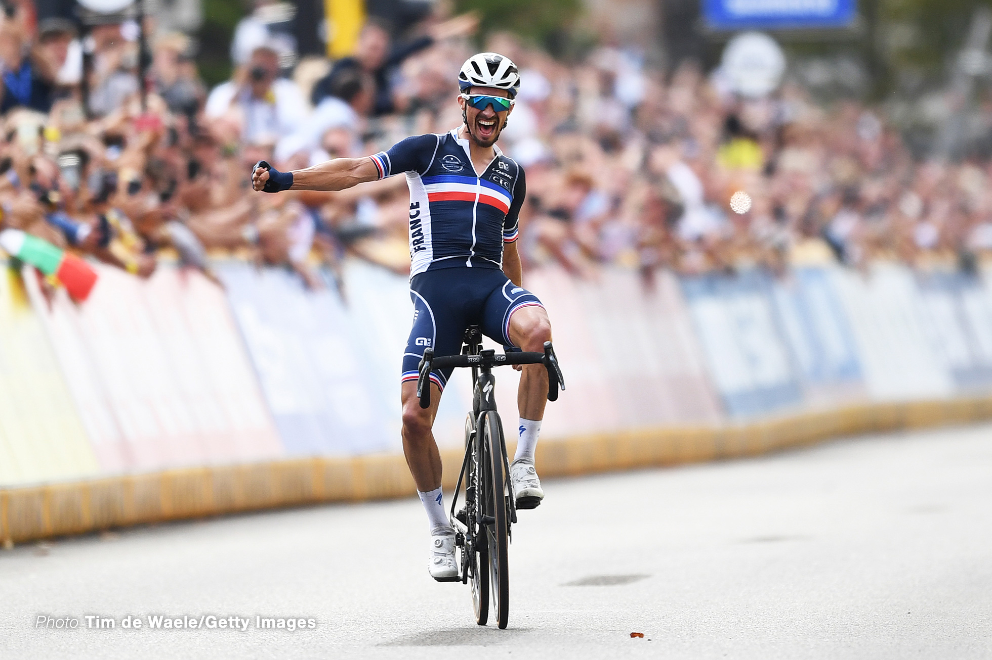 LEUVEN, BELGIUM - SEPTEMBER 26: Julian Alaphilippe of France celebrates at finish line as race winner during the 94th UCI Road World Championships 2021 - Men Elite Road Race a 268,3km race from Antwerp to Leuven / #flanders2021 / on September 26, 2021 in Leuven, Belgium. (Photo by Tim de Waele/Getty Images)