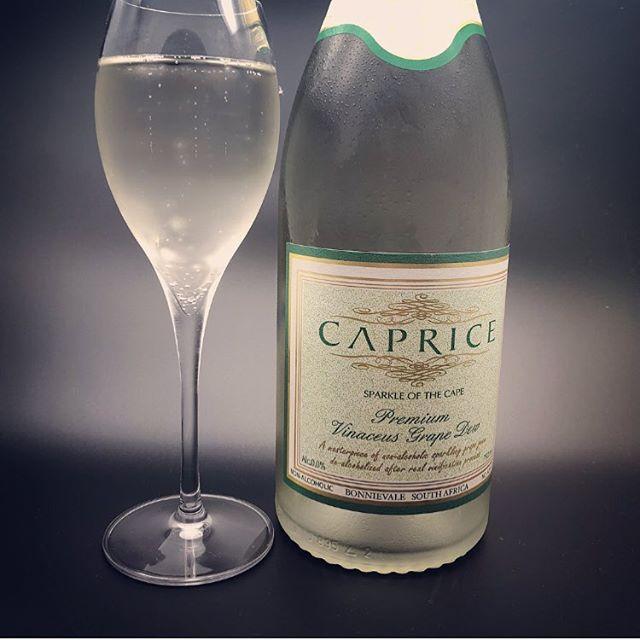 こちらはノンアルコールのスパークリングワインのご紹介です。南アフリカケープタウンのシャルドネを使いアルコールだけを除去したスパークリングワインです。添加物を使用していないのでぶどう本来の味わいを楽しめます。ドライバー様や妊婦様でもお飲み頂けますのでぜひ一度ご賞味ください。#more#morecucina#italian#tokorozawa#モア#モアクッチーナ#所沢#埼玉#イタリアン#パスタ#ワイン#vino#ノンアルコール#のんある気分#ノンアルコールスパークリングワイン