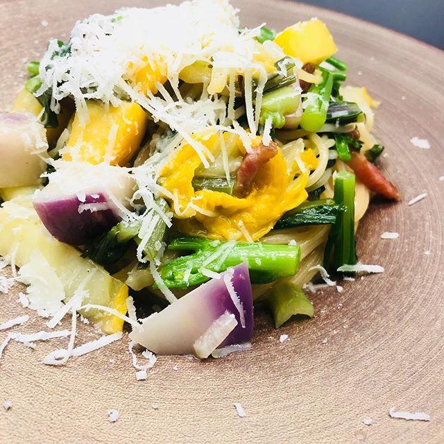 冬野菜とパンチェッタのペペロンチーノ今週のパスタランチ(1800円)のパスタのご紹介です。この他に、・マダコとバジルのトマトソース・香り豚とカブのラグーソース・ゴルゴンゾーラとほうれん草のクリームソースの合計4種類をご用意しています、お好きなパスタをお選びください!#more#morecucina#italian#tokorozawa#モア#モアクッチーナ#所沢#埼玉#イタリアン#パスタ#ランチパスタ#パンチェッタ#冬野菜#ペペロンチーノ#マダコ#豚ラグー#ゴルゴンゾーラ#ほうれん草