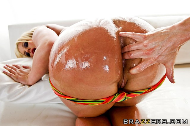 julie-cash-big-wet-ass_03