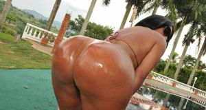 sandra-leon-big-colombian-butt