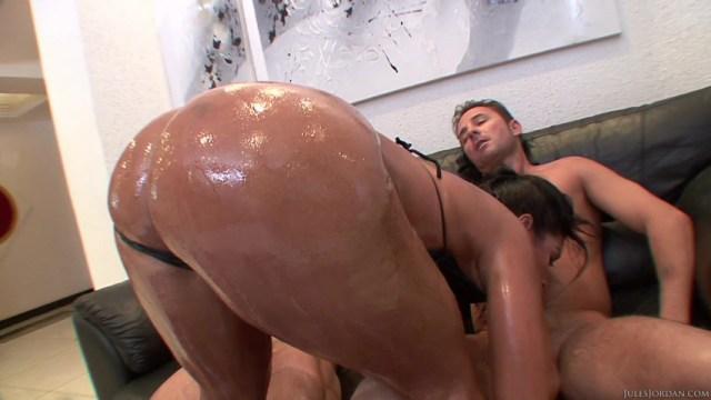 Brazilian bubble butt orgy 2004 - 2 part 5