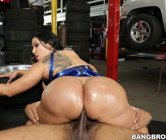 Kiara Mia Big And Round Ass Fucked