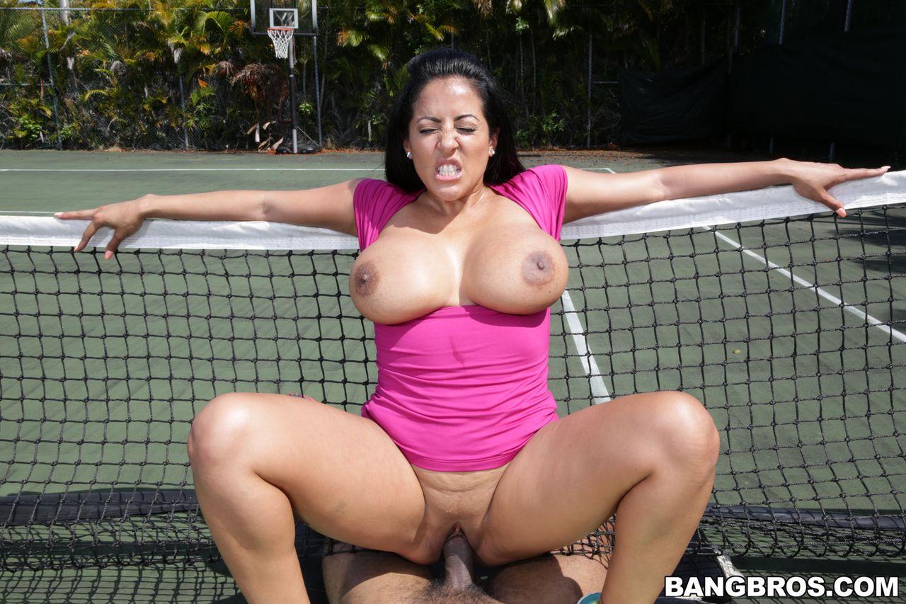 kiara-mia-big-ass-milf-loves-big-black-dick-outdoor ...