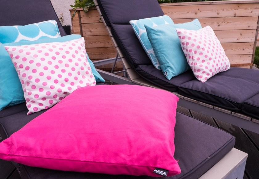 Terrassen-Gestaltung-Sonnenliegen-Kissen