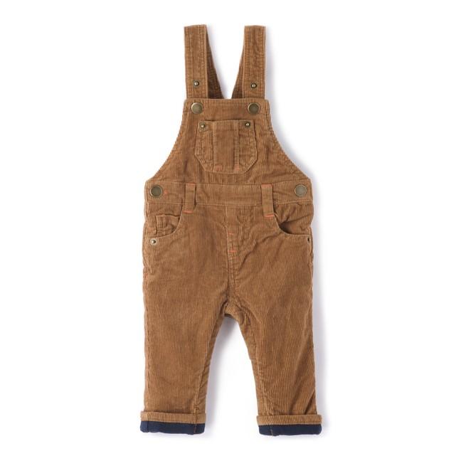 Herbst-Outfits-für-Kinder-Latzhose
