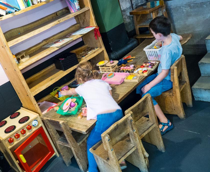 Amsterdam-mit-Kindern-Bakkerswinkel-Kinderspielecke