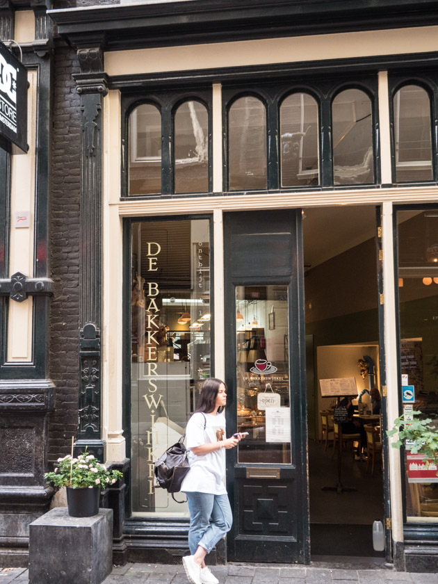 Amsterdam-mit-Kindern-Türeingang-Cafe
