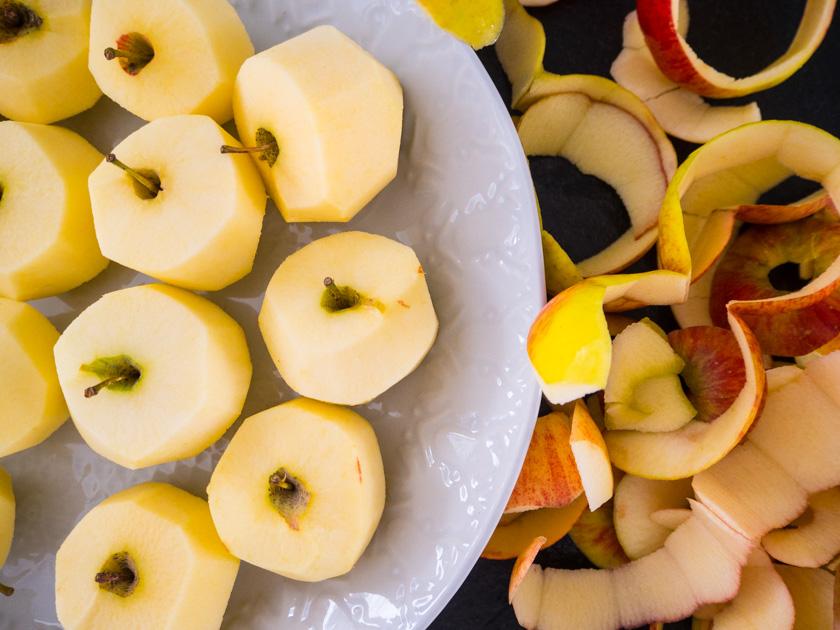 Herbst-Aktivitäten-mit-Kindern-Äpfel-geschält