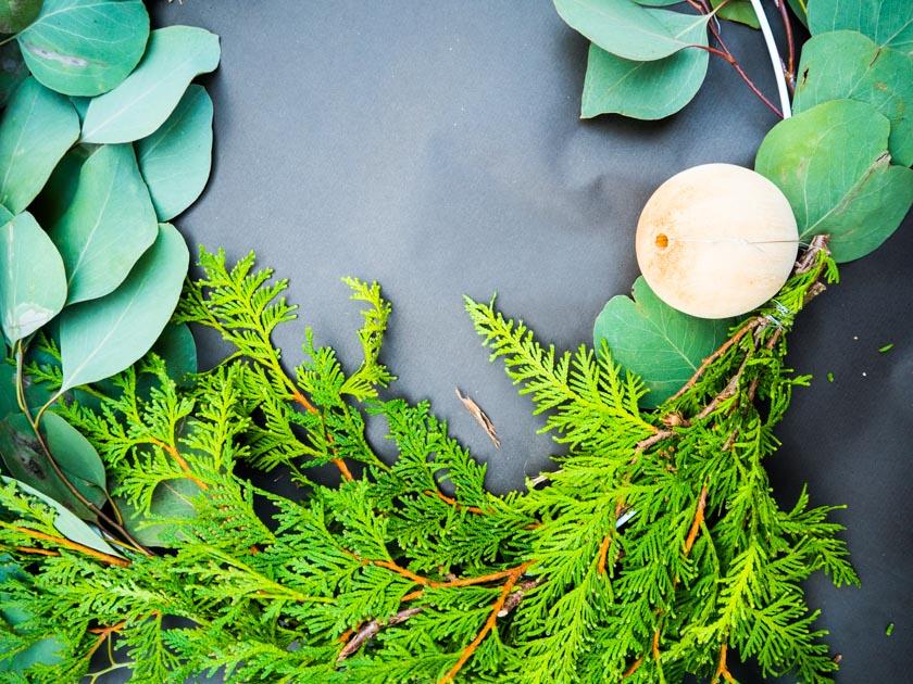 DIY Kränze binden mit Naturmaterialien Holzkugel