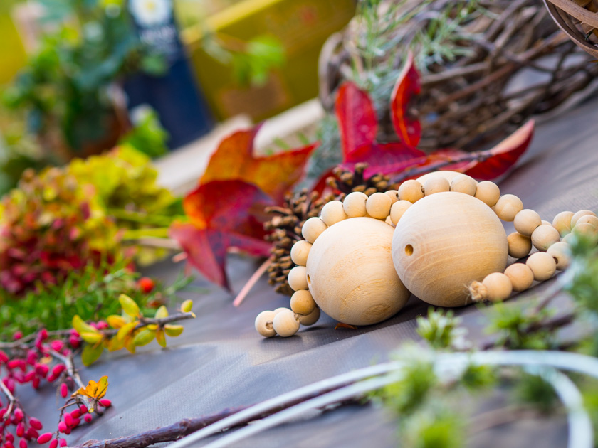 DIY Kränze binden mit Naturmaterialien Holzkugeln und Naturmaterialien