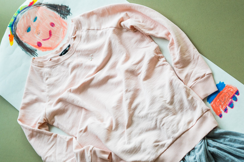 Midi Rock Outfit Ideen für Mamas Sweatshirt