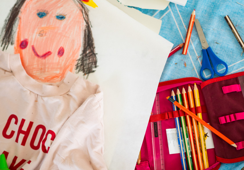 Midi Rock Outfit Ideen für Mamas gemaltes Mama Bild lebensgroß