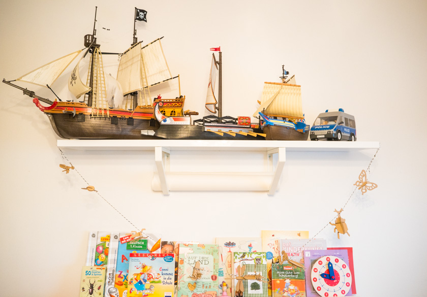 Ordnung im Kinderzimmer - Board mit Playmobil & Bücherleiste