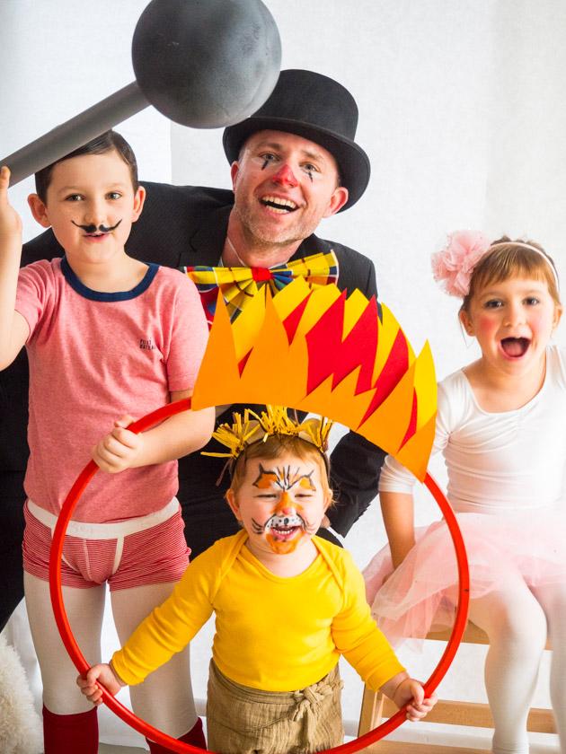 Kostüm Idee für die ganze Familie_Familie als Zirkustruppe verkleidet