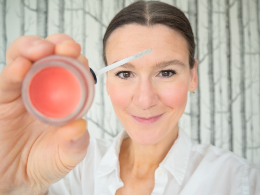 5 Minuten Mama Tages Make up_Rouge Augenbrauengel