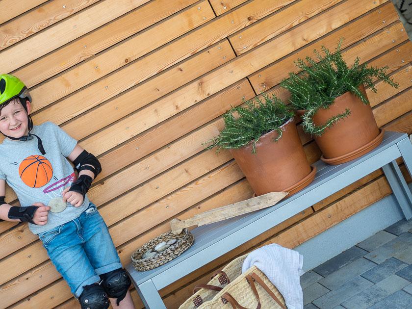 Haus Eingangsbereich mit Kindern_Fundstücke