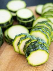 Rezept Gefüllte Zucchini Fritters_Zucchini schneiden