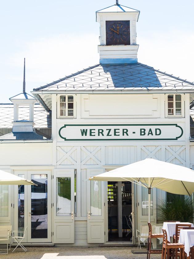 Start in den Familienurlaub_Werzer Badehaus
