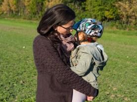 Mama mit Kindern im Herbst_Liebe