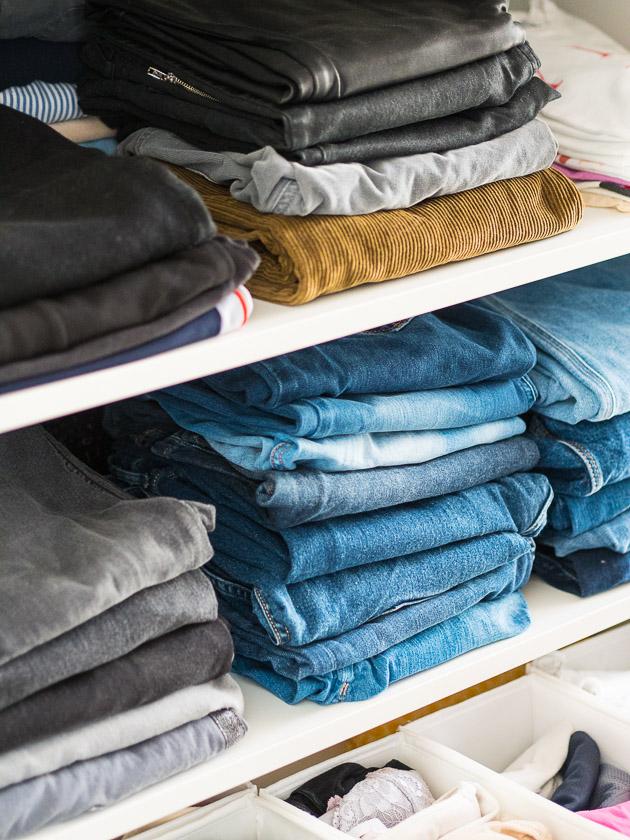 Aufräumen, aussortieren und nachhaltig Ordnung halten_aufgeräumter Kleiderschrank