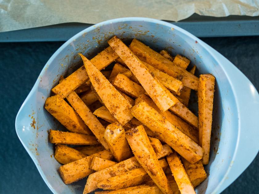 Süßkartoffel Frites mit veganer AQUAFABA Mayonnaise_Süßkartoffel Pommes aus dem Ofen