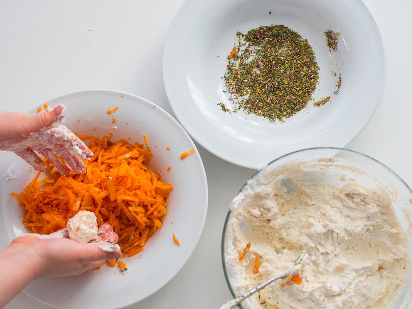Frühlingserwachen mit Kindern_Frischkäsepralinen mit Karotte und Kräutern