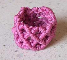 Anello a macrame' rosa particolare