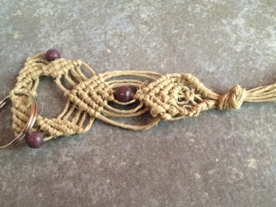 portachiavi in corda grezza e perline viola