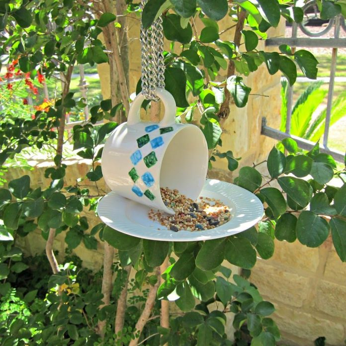 Teacup-Bird-Feeder
