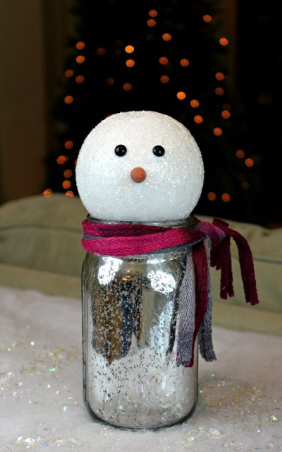 Turn a mason jar into an adorable snowman gift holder! Complete tutorial with easy to follow instructions.