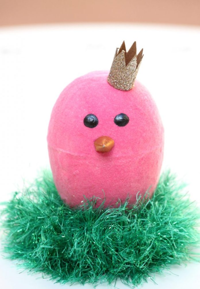 Turn a styrofoam egg into a plush, cuddly sprink chick just by adding flocking powder.  This flocked chick will make great Easter decor!