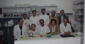 Imagen del grupo de la 1ª Promoción del Curso del Dr. Larena (Madrid, 2001) Donde evolucionó la formación de CAT y SMT