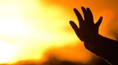 hand-god-worship-sun