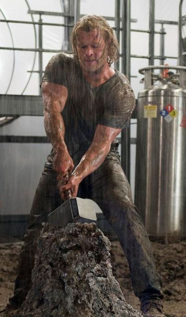 """Chris Hemsworth during his """"Thor"""" role after what I believe to be at least a 6 month steroid cycle"""
