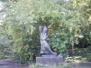 Statue in Jardim Calouste Gulbenkian