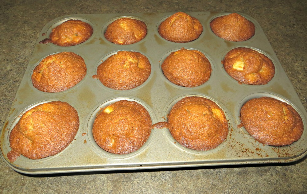 finished spiced apple muffins