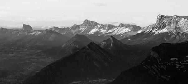Les balcons Est du Vercors et le Mont Aiguille au bout