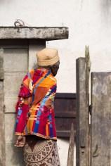 Habits typiques pour cette femme malgache de la forêt de l'Est