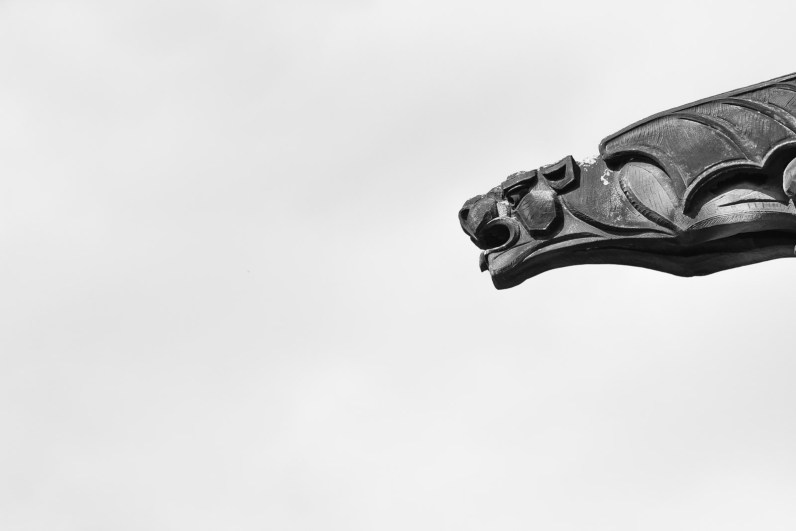 Gargouille menaçant la foule de touristes qui visite le château d'Edimbourg