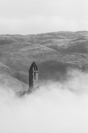 Le monument Wallace sort des nuages