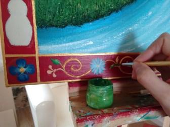 Peinture des ornements de la frise.