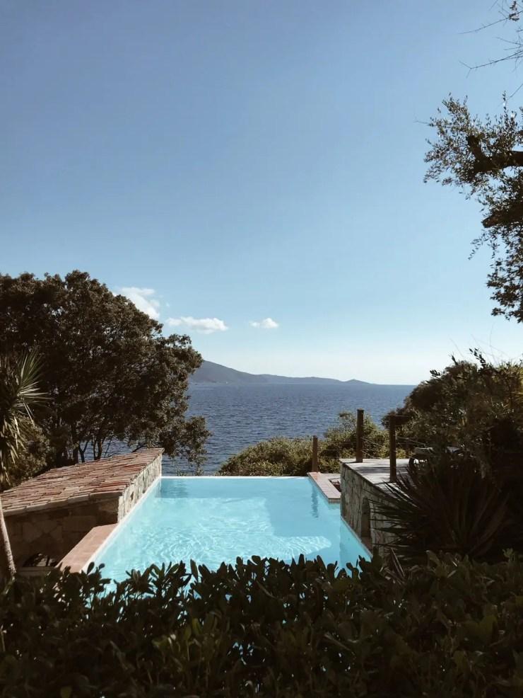 La piscine avec vue sur mer