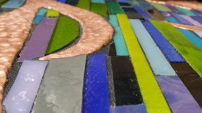 Directly gluing on mosaic strips results in an uneven surface