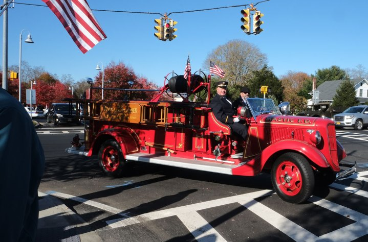 Mastic antique fire truck - 2018 East Moriches Veterans Day Parade
