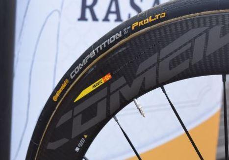 ツール表彰台を1秒差で死守したロマン・バルデは、どんな機材で戦っていたのか? FACTOR O2 ホイール:Mavic「Comete Pro Carbon SL」 タイヤ:Continental「Competition ProLTD 25mm」
