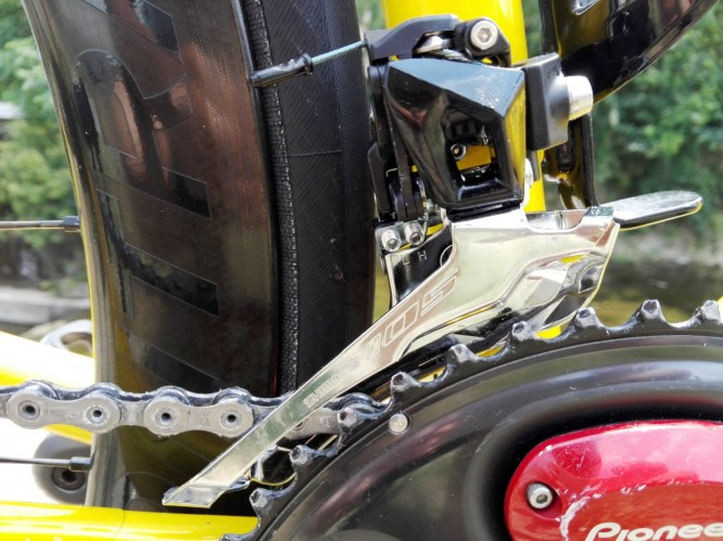 フロントディレイラー シマノ105 R7000を忌憚なくインプレッション。実測重量/使用感まとめ。