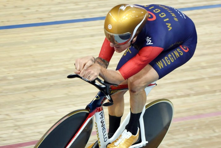55km/h!Victor Campenaertsのウェア・装備【アワーレコード】 【ヘルメット】HCJ『Adwatt』