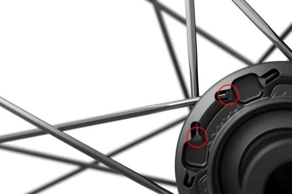 新型DT SWISS ARC 1100 DICUTに読み解く最先端のホイール事情【スポーク】 tヘッド